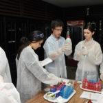 Laborkalandozó középiskolások