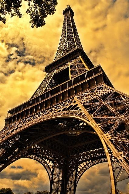 Párizsban is becsöngettek az iskolákban
